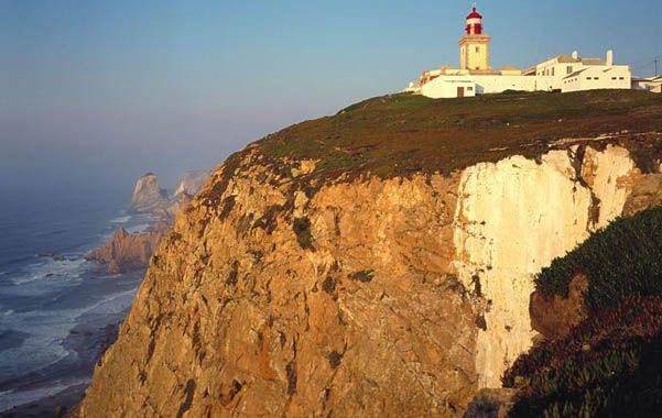 Los turistas intentaron retratarse y cayeron a un profundo acantilado en el Cabo da Roca.