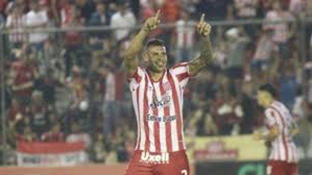 Cara conocida. Acevedo ya jugó en Arroyito y ahora tendría una revancha.