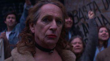 """Alfredo Castro protagoniza el filme en el que interpreta a la travesti La Loca del Frente. """"Evitamos el cliché, pero tampoco queríamos hacer una estatua de bronce"""", dijo el director."""