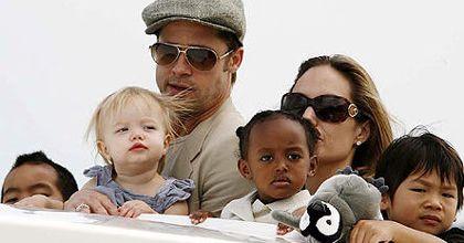 Angelina Jolie habría engañado a Brad Pitt con una estrella del rock