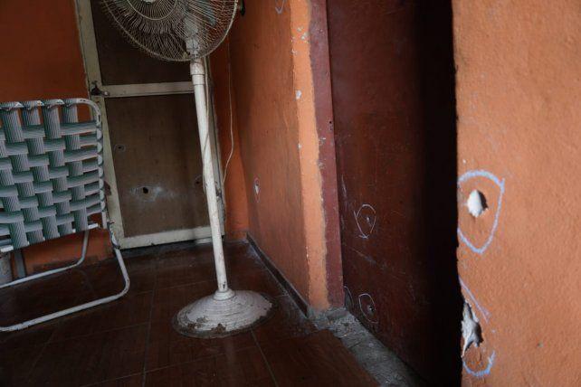 Fue una verdadera lluvia de balas dentro de la vivienda de Dean Funes al 8100.