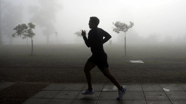 Este martes arrancó con bancos de nieblas.