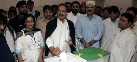 El oficialismo pakistaní reconoció su derrota electoral
