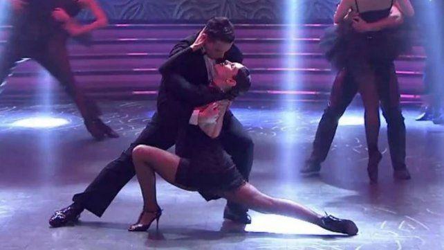 Pampita sorprendió bailando tango con su panza de siete meses de embarazo