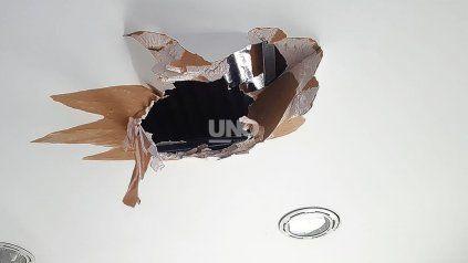 Boquete. Los delincuentes lograron llegar al techo del comercio e ingresaron rompiendo las chapas y el durlock, para luego retirarse por el mismo lugar con toda la recaudación sin que nadie los haya visto o escuchado.