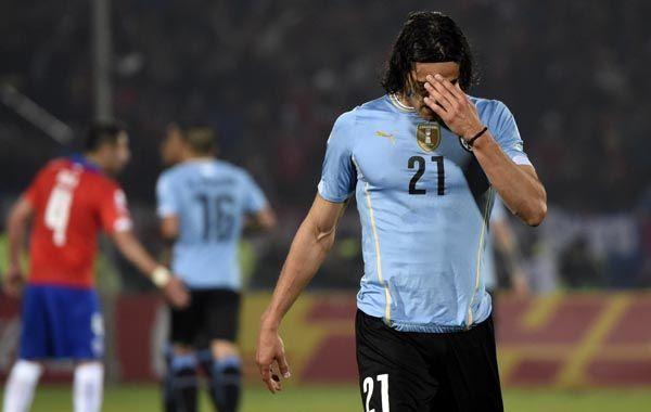 Cavani se va expulsado en el partido en que fue eliminado Uruguay. Pero a Chile también le costó caro.