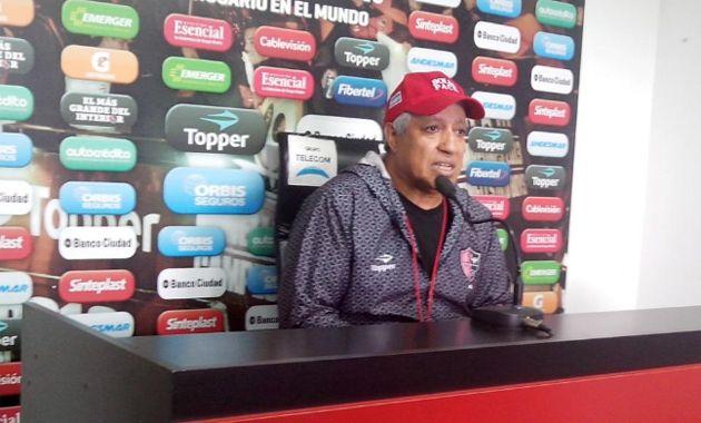 El Tolo remarcó especialmente el buen desempeño de Nehuén Paz: El otro día hizo un partido muy bueno y me hizo caso en todo lo que habíamos hablado.