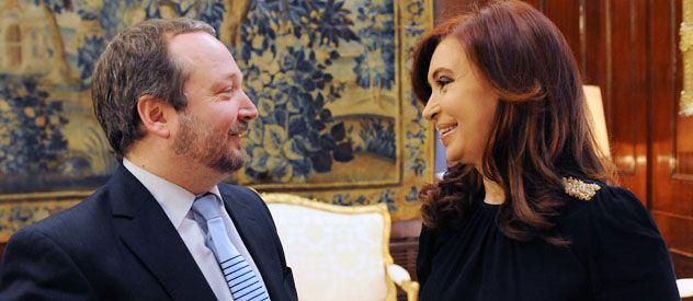 Martín Sabbatella junto a la presidenta Cristina Fernández minutos antes de asumir en el Afsca.