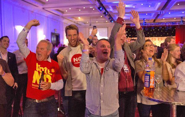 """Los partidarios del """"no"""" festejaban anoche en la sede de Glasgow"""