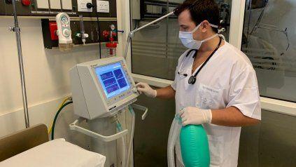 En personas con Covid se ha visto que no hay que esperar tanto y que cuanto más precoz es la intubación el resultado es más favorable, afirma Luciano Friscione, especialista en kinesiología y fisioterapia cardiorrespiratoria.