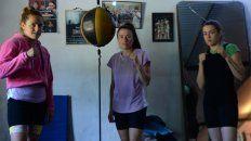 Daniela, Roxana y Evelin, las tres hijas mujeres de una familia plena de boxeadores también ponen en juego la fuerza en el ring.