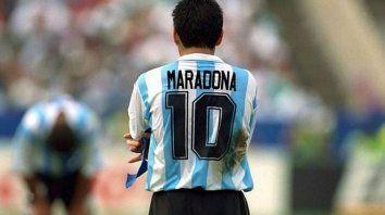 Maradona puso a todo el mundo a sus pies. AFA le rendirá honores esta fecha.