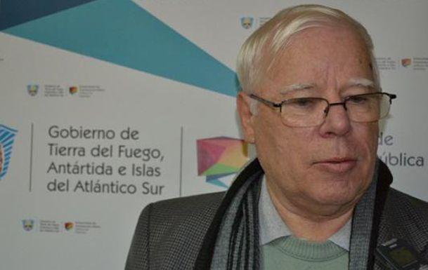 Alejandro Jacobo Betts nació en Puerto Argentino en 1947 y ahora vive en Córdoba.