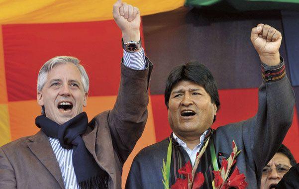 Lazos rotos. Morales junto al vicepresidente Alvaro Linera (izq.) durante la conmemoración del Día del Trabajo.