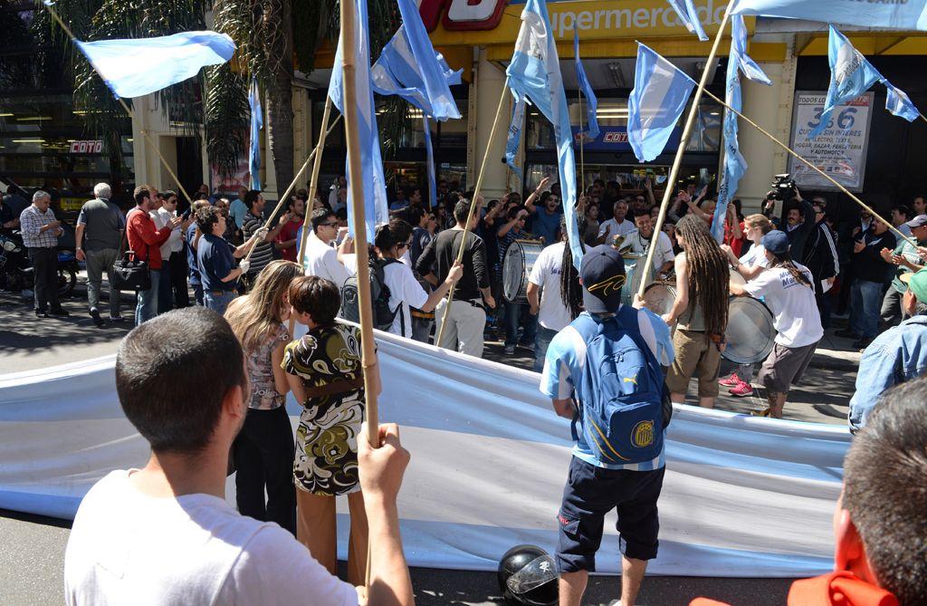 una larga lucha. Los mercantiles realizaron numerosas marchas para exigir el descanso dominical.