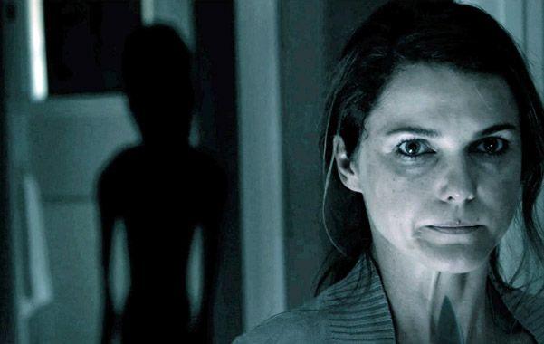No son de acá. Una historia sobre invasión extraterrestre ubicada puntualmente sobre un hogar de una pequeña ciudad norteamericana.