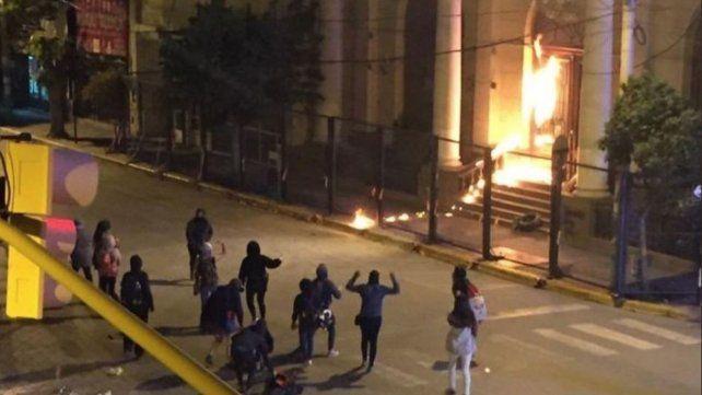 Diez detenidas y 27 heridos en incidentes del Encuentro Nacional de Mujeres