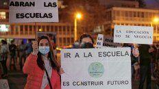 Padres se manifestaron en Paraná a favor de la presencialidad en las escuelas.