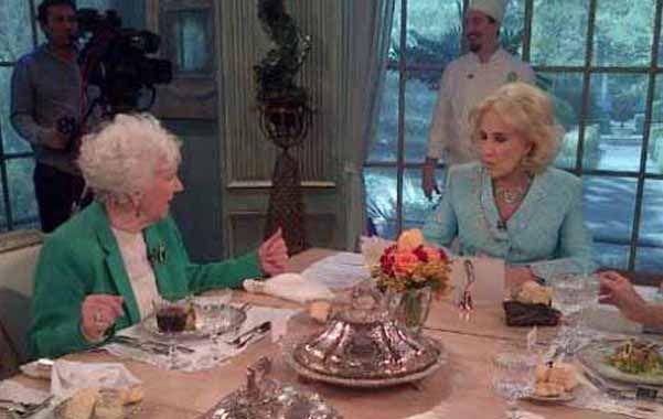 La diva invitó ayer a la Abuela de Plaza de Mayo a su almuerzo.