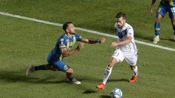 Fito Rinaudo dio mucha pelea en el mediocampo, pero Vélez manejó más la pelota.