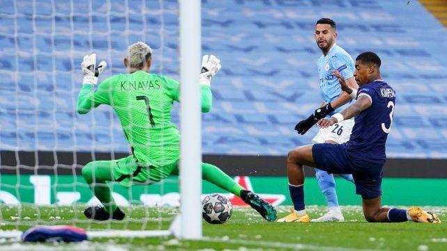 Riyad Mahrez anotó los dos goles del equipo de Pep Guardiola.