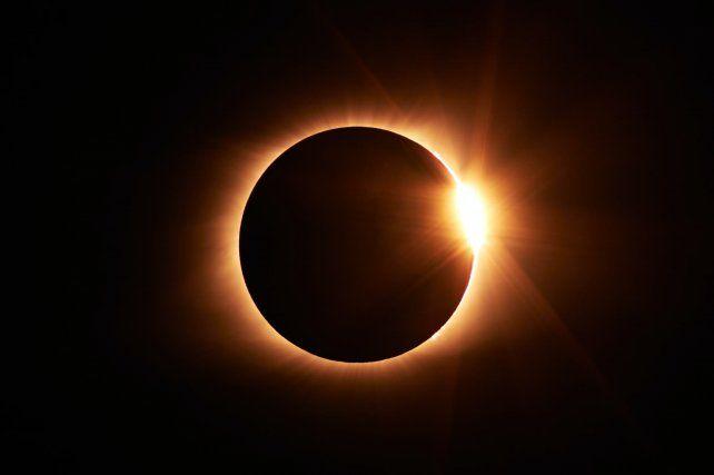 Eclipse solar: las recomendaciones del Complejo Astronómico para disfrutar del fenómeno