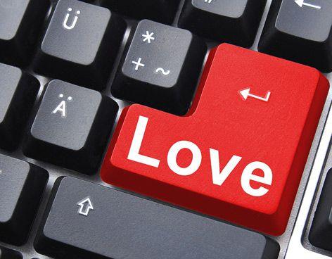 Una compañía de citas online investigó acerca de los mitos y verdades que rodean el hecho del intercambio amoroso vía internet.