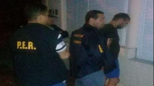 Miguel Angel Lolo Laferrara al ser detenido por agentes entrerrianos y santafesinos.