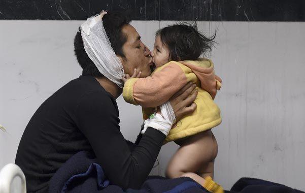 Los sobrevivientes se cuidan a sí mismos en el valle de Katmandú