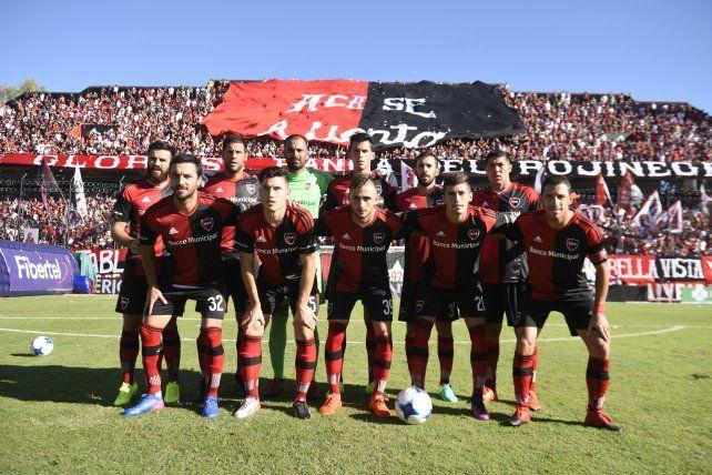 Ultimo acto. El equipo de Osella que el sábado goleó a Vélez en el Parque.