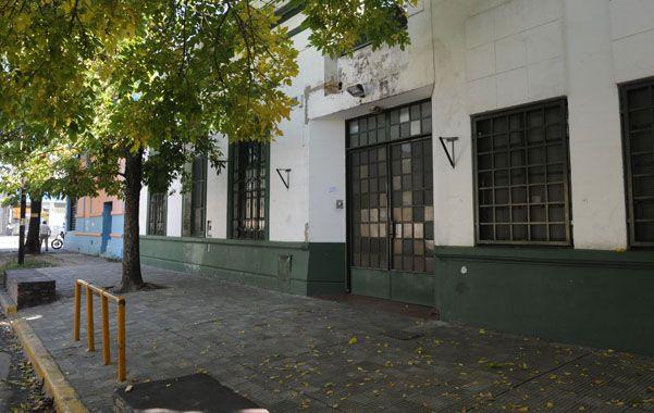 Escenario. La agresión ocurrió frente a la escuela de Magallanes 1078.