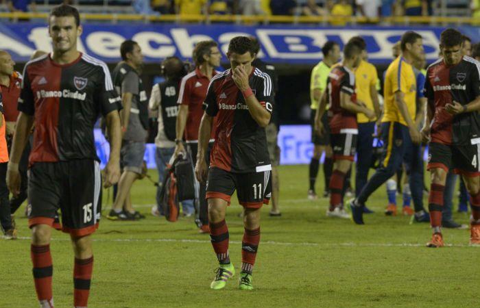Formiliano y Maxi Rodríguez son la imagen de la decepción. Newells fue una sombra en La Bombonera. (Foto: H. Río)
