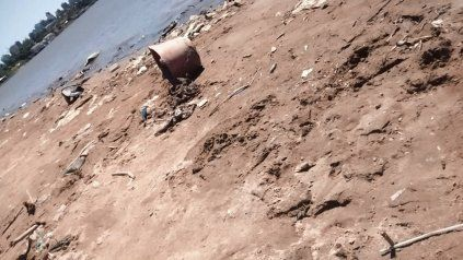 Reclamo por la basura en la playa del Thompson de Paraná