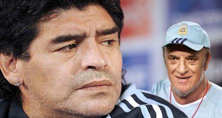 Ribolzi salió en defensa de Basile: Maradona es una basura