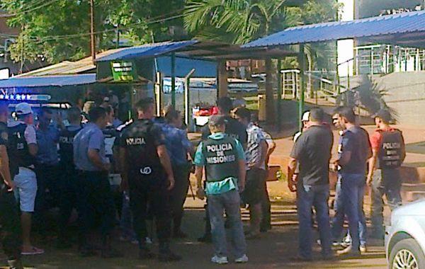 Los asaltantes huyeron en dos camionetas en distintas direcciones y en la orilla del río Uruguay abordaron una lancha. (foto: gentileza Misiones Online)