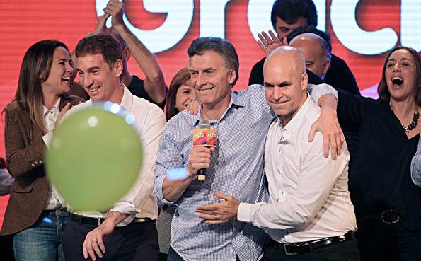 """Amor amarillo. Macri por fin tuvo su festejo electoral con el rotundo triunfo de su """"delfín"""" Rodríguez Larreta."""