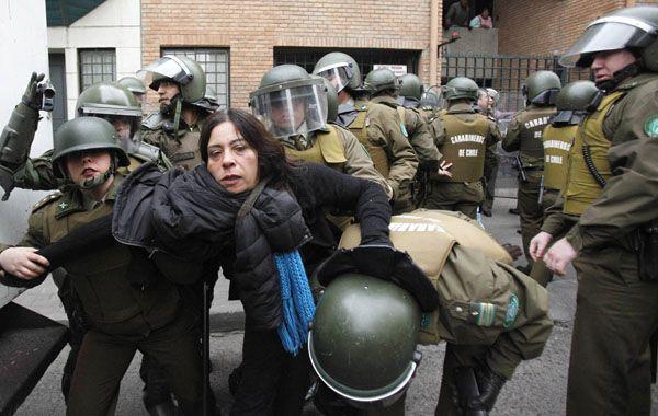 La policía desalojó a las madres que apoyaban.