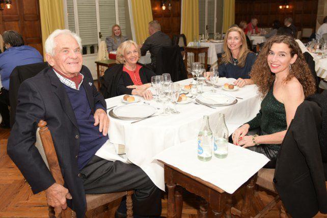Manuel, Belkis y Alejandra Villa y Florencia Pauman