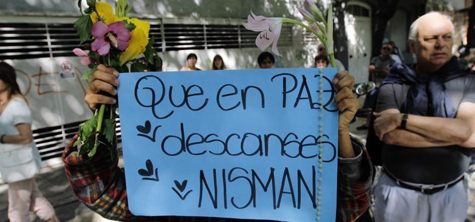 Muchas personas se acercaron ayer al velorio de Nisman.