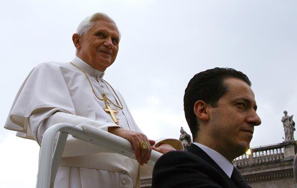 El mayordomo Paolo Gabriele con el Papa