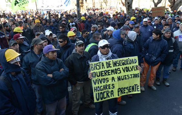 Los distintos gremios vienen exigiendo medidas para atemperar la inseguridad y hasta forzaron el regreso de las fuerzas de seguridad nacionales. (Silvina Salinas / La Capital)