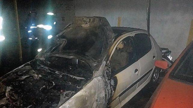un-incendio-calle-lopez-jordan-toscanini-y-perez-colman-alcanzo-tres-autos