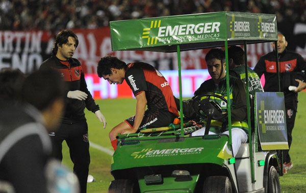 Cáceres se retiró lesionado sobre el final del partido ante Olimpo. Foto: F. Guillén.