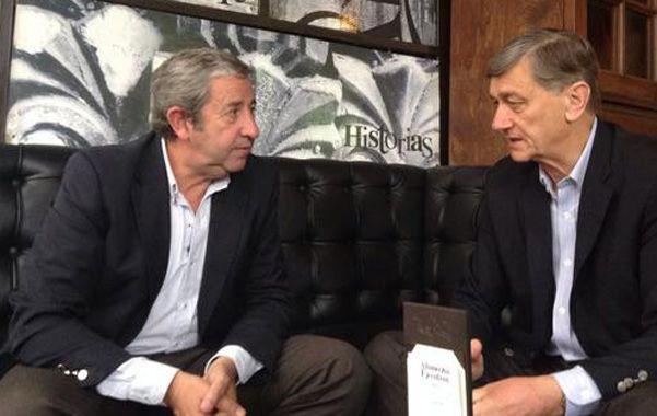 Cerca. Cobos y Binner quieren evitar que Massa o Macri tienten a radicales.