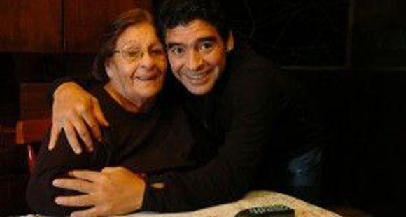 Falleció Doña Tota, la madre de Diego Maradona