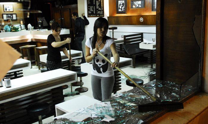 Violento ataque de hinchas de Newells a la sede de Central