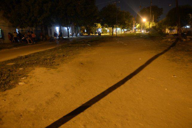 Enzo Moreno tenia 16 años. Jugaba con otros pibitos del barrio en un campito de Avellaneda Oeste cuando fue ejecutado con 16 disparos.