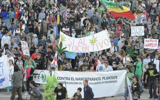 Masivas. Las movilizaciones por marihuana suelen ser muy concurridas. (Foto: S. Suárez Meccia)