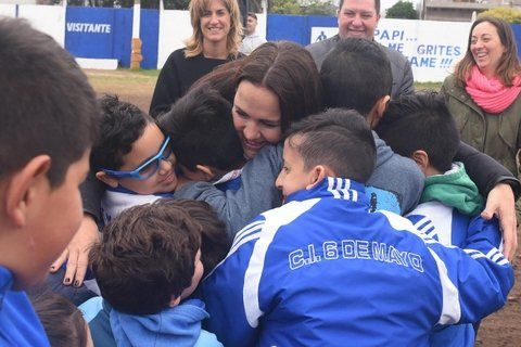 Abrazo. Martínez cerró la campaña en el Club 6 de Mayo