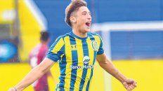 Festejo alocado. Alejo Veliz grita con alma y vida uno de sus goles en reserva.